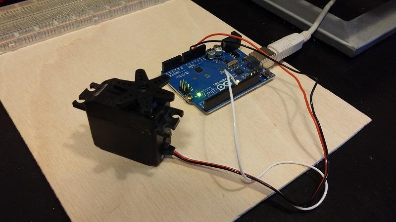 Servomotor conectado a Arduino Uno